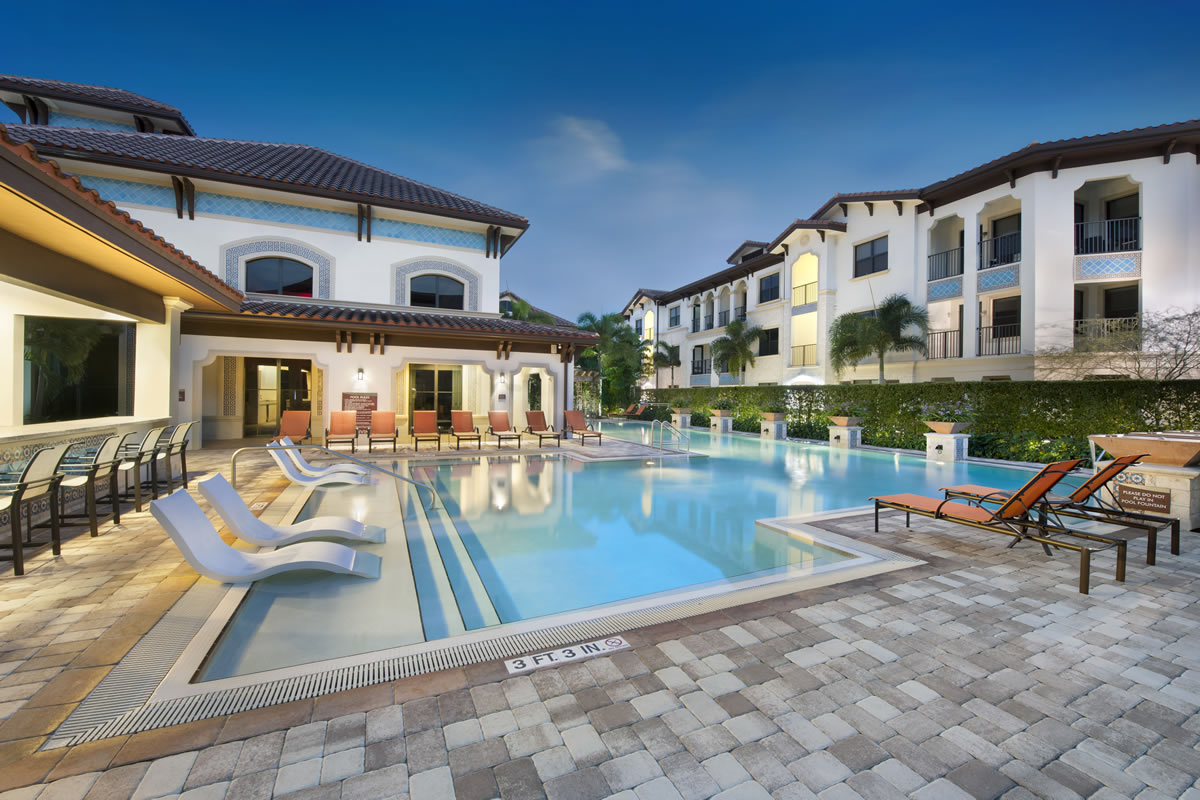 Apartments in Miramar pool